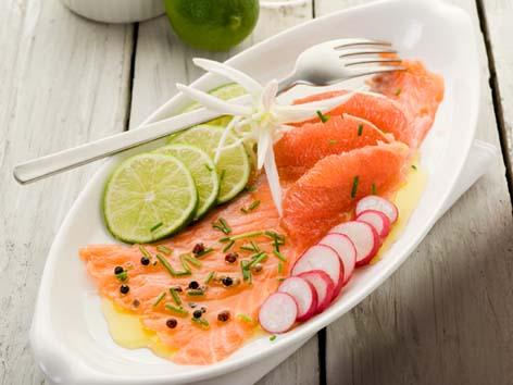 Carpaccio de salmón con zumo de pomelo