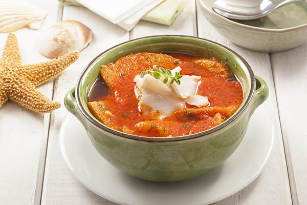 Sopa de de pan con cilantro fresco y bacalao