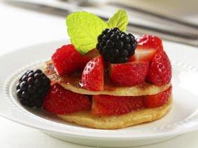 Tortitas con miel y ensalada de fresas
