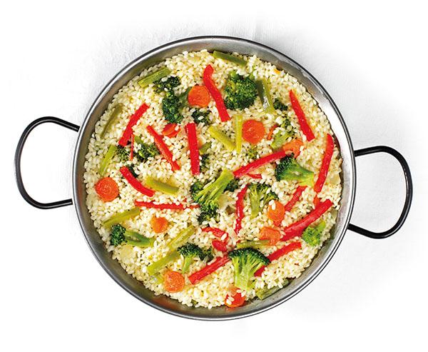 Paella de verduras al curri