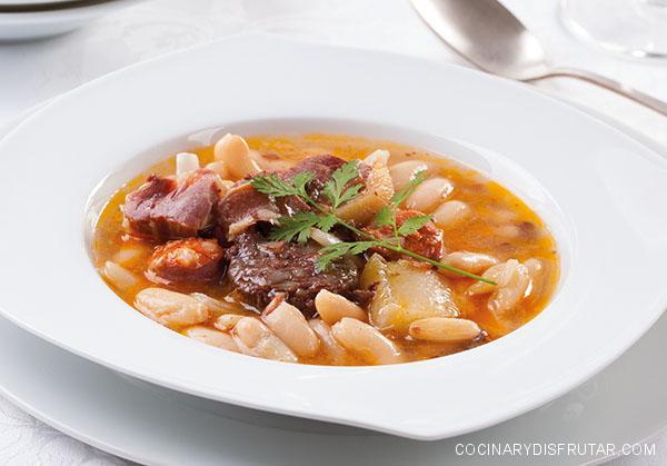 Receta de fabada asturiana, un plato de origen humilde que ha adquirido gran prestigio