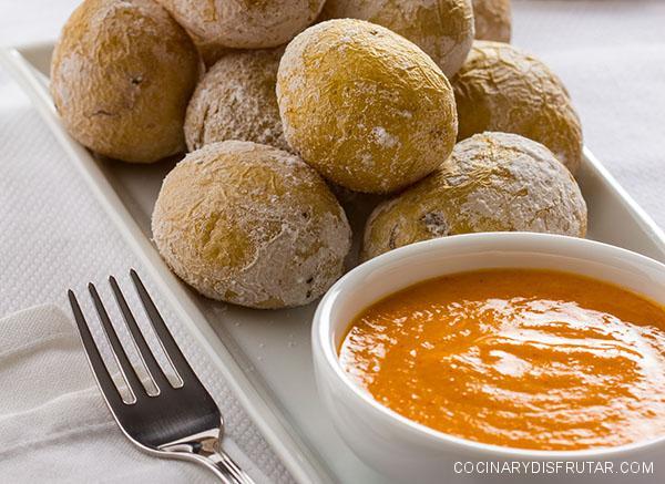 Receta de mojo picón, la salsa imprescindible para las papas arrugadas canarias.