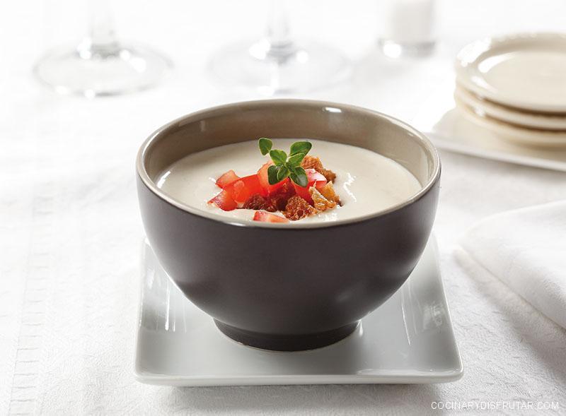 Receta del ajoblanco más refrescante y fácil de preparar.