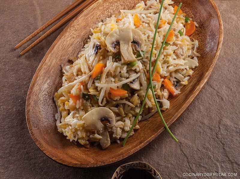 Arroz con carne picada y verduras