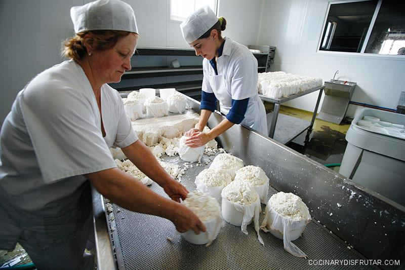 Un tesoro escondido: El queso de la Sierra de Hinojales