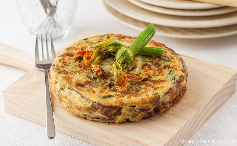 Tortilla de flores de calabacín y cebolla