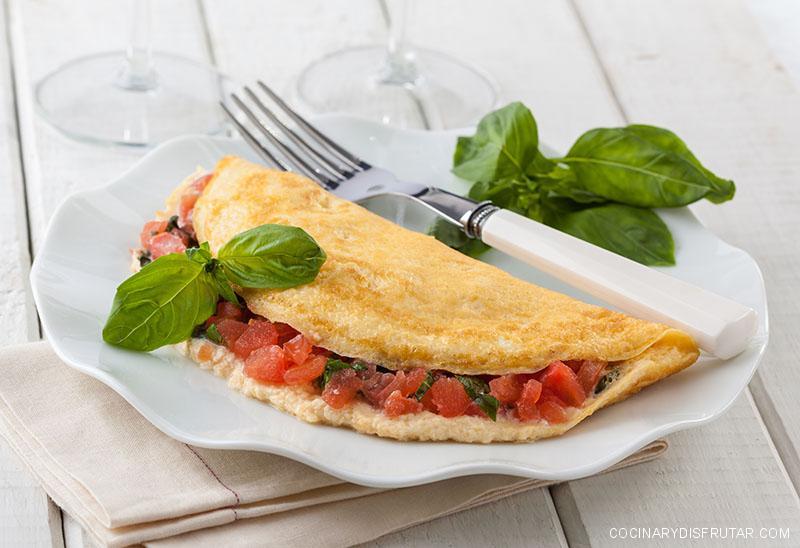 Tortilla de tomate y albahaca