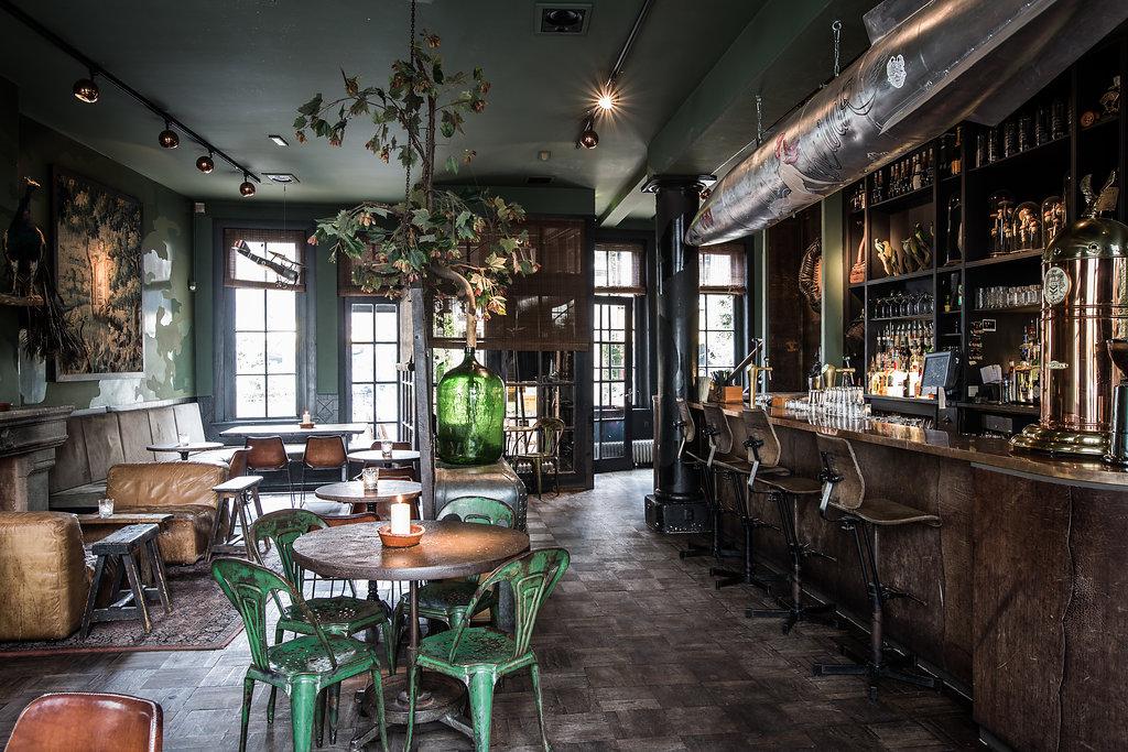 Zona de bar del restaurante Lion Noir