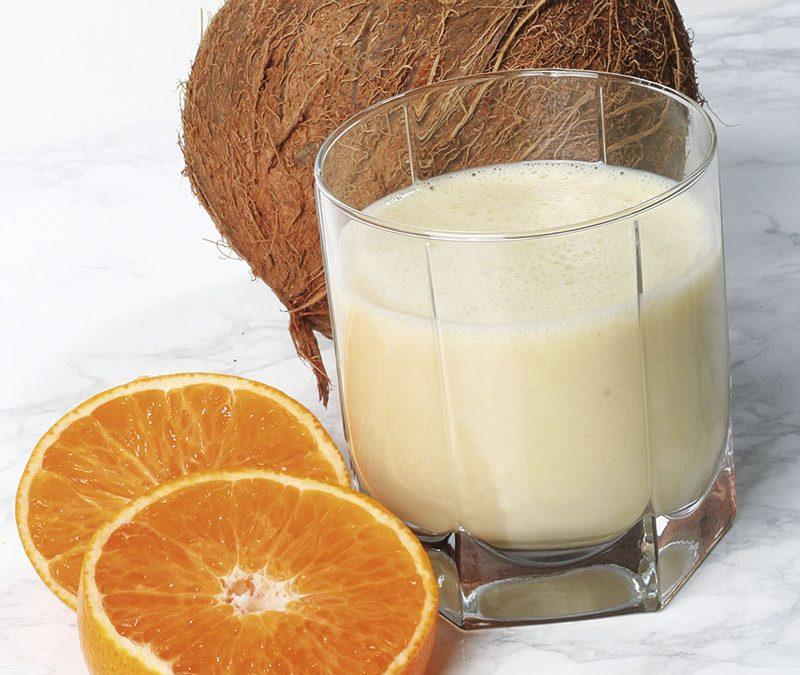 Batido de coco con plátano y naranja